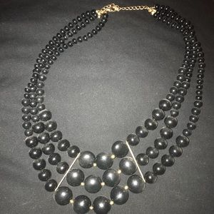 Jewelry - Black bulky bead necklace